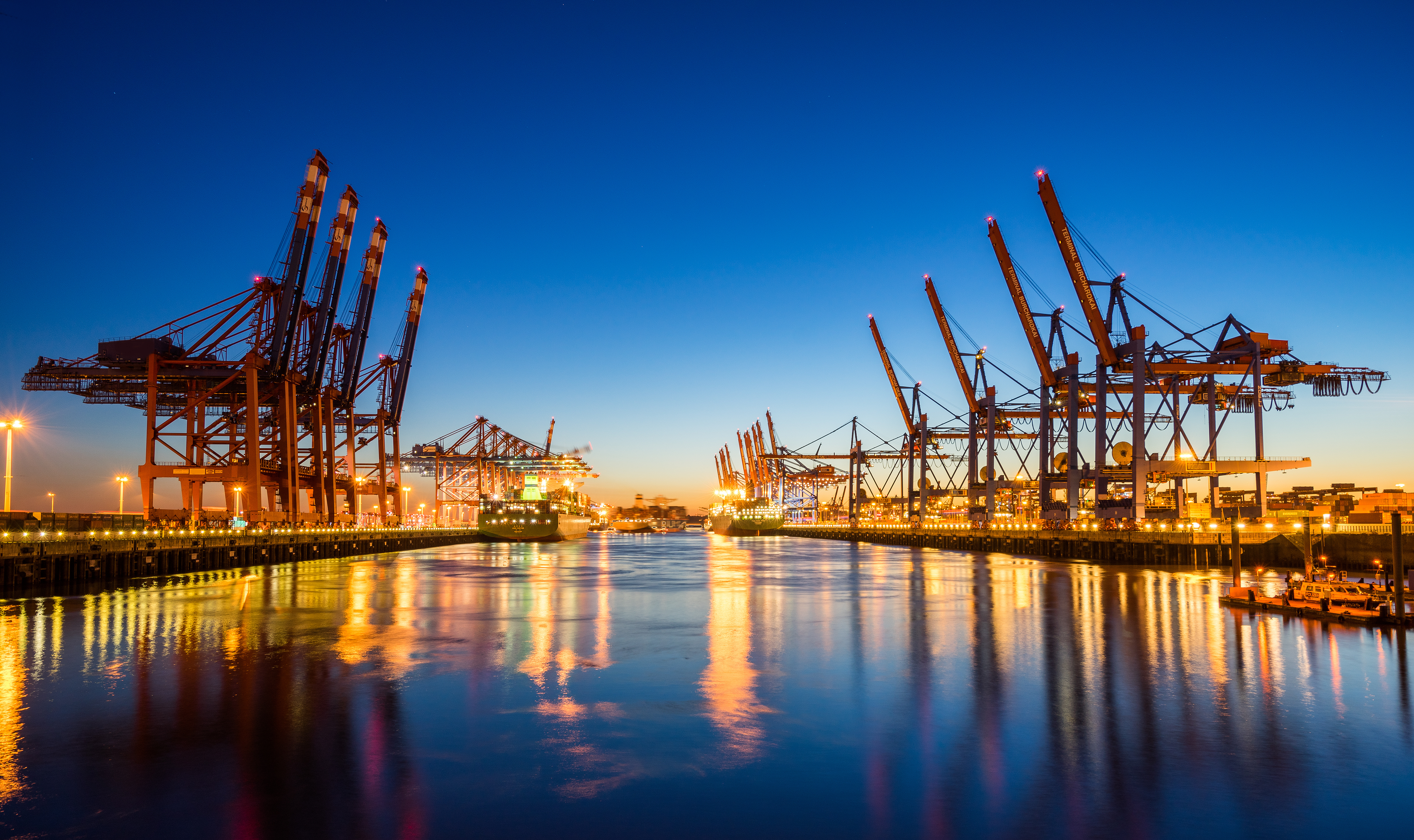 The Port Of Long Beach Located In Southern California Is An Integral Part Trade Between U S And Asia Boasting A Mind Ing Amount Cargo